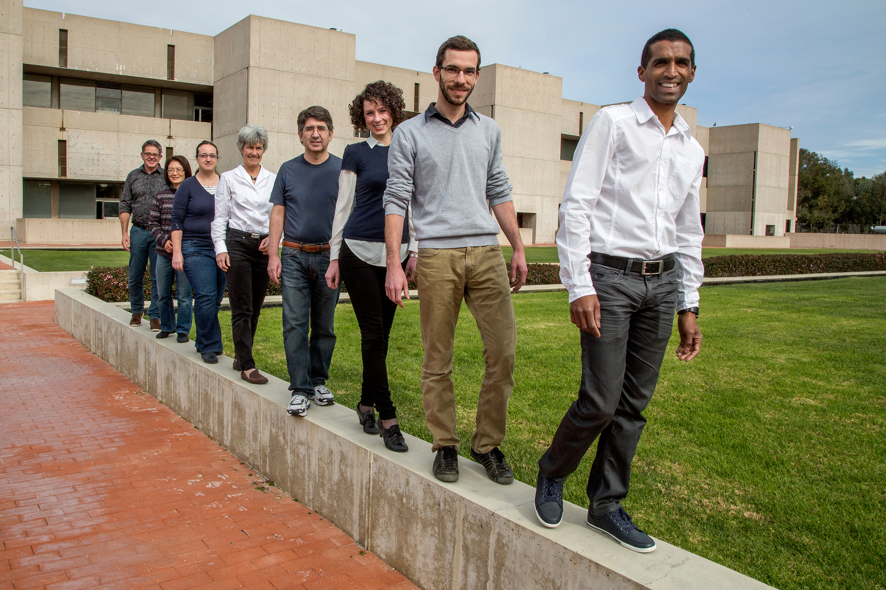 Researchers, from right: Steeve Bourane, Antoine Dalet, Stephanie Koch, Chris Padilla, Cathy Charles, Graziana Gatto, Tommie Velasquez and Martyn Goulding. Image: Courtesy of the Salk Institute for Biological Studies.