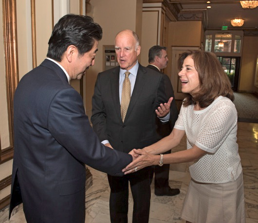 Gov. Jerry Brown and First Lady Anne Gust Brown greet Japan Prime Minister Shinzo Abe. (Photo by Joe McHugh, California Highway Patrol)