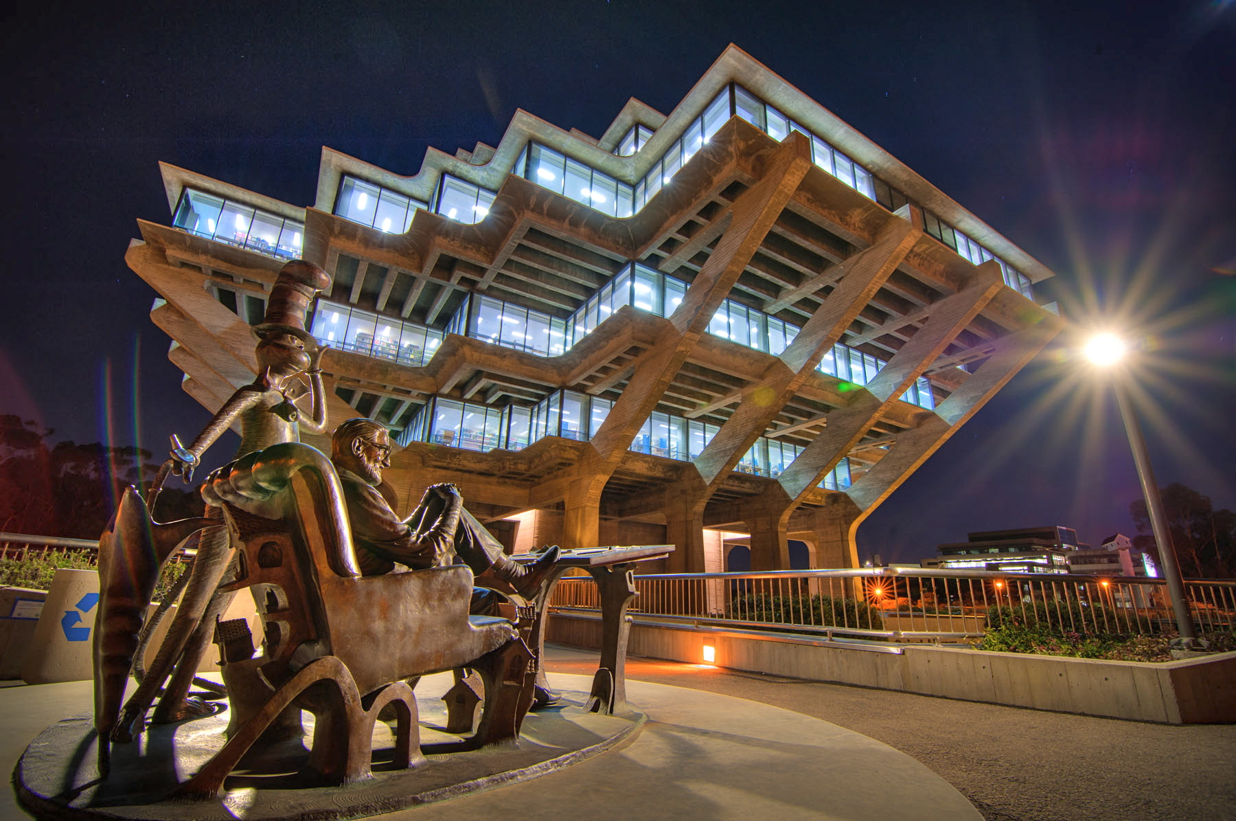 Geisel Library. (Photo by Erik Jepsen/UC San Diego Publications)