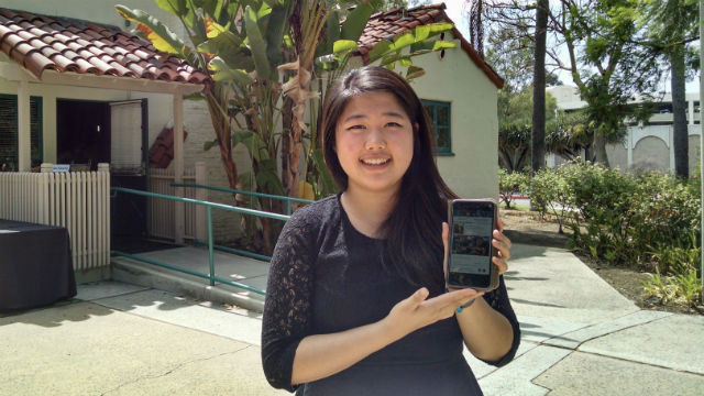 Winnie Xu with a prototype of the Giventure app for connecting Millennials with volunteer opportunities. (Photo by Chris Jennewein)