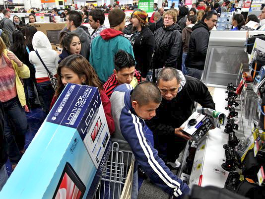 Customers shop for electronics items during 'Black Friday' at a San Diego Best Buy store on Nov. 25 (Photo: Getty Images)