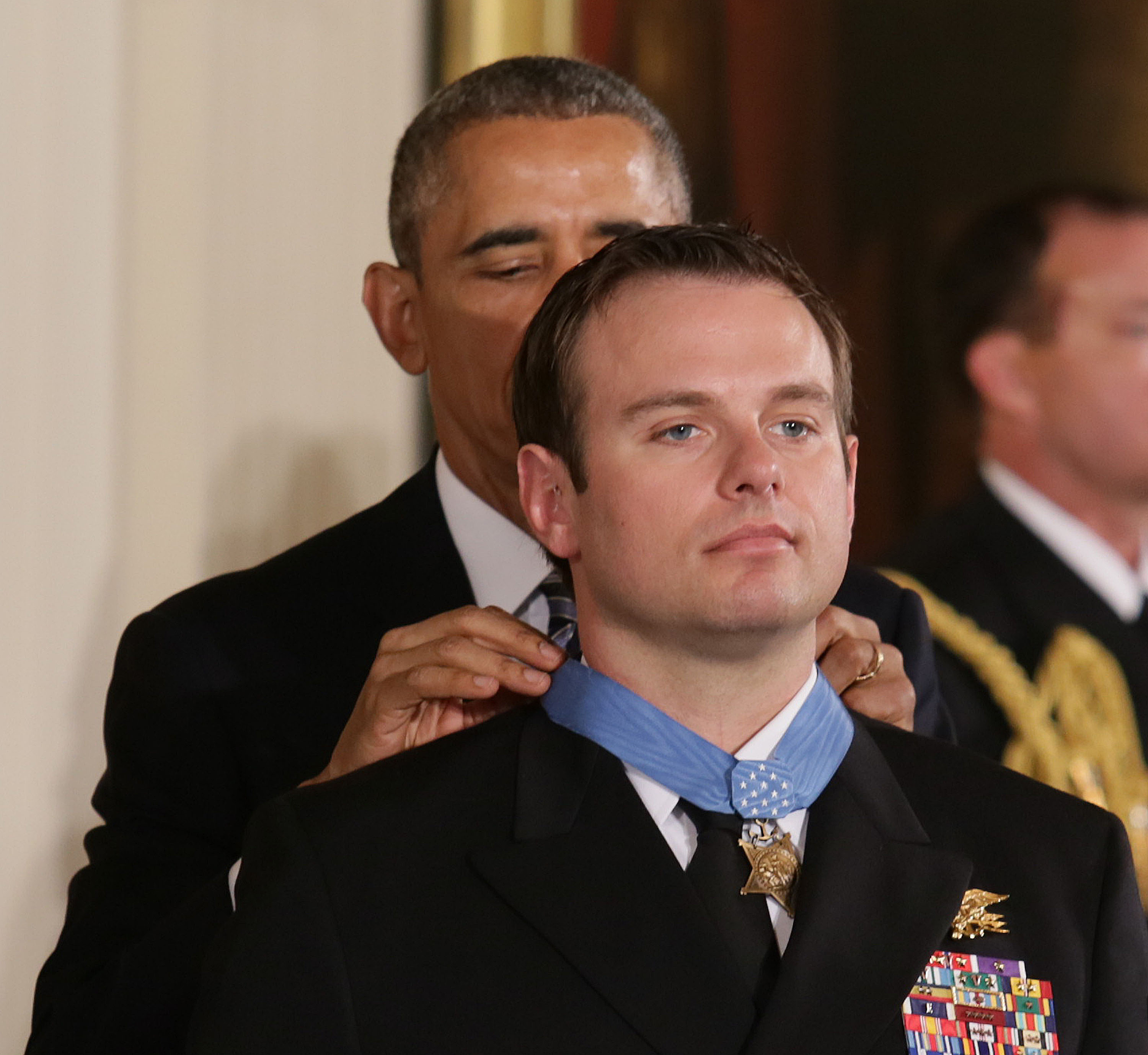 President Barack Obama presents the Medal of Honor to Senior Chief Special Warfare Operator (SEAL) Edward C. Byers Jr. during a ceremony Monday at the White House. (U.S. Navy photo by Oscar Sosa)
