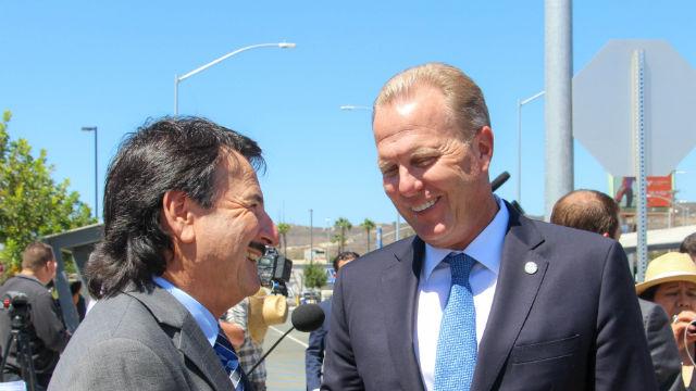 Tijuana Mayor Juan Manuel Gastélum (left) and San Diego Mayor Kevin Faulconer at San Ysidro. (Courtesy of the mayor's office)