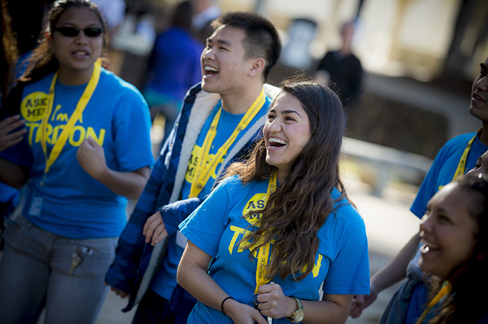 Student volunteers greeting newly admitted students at UC San Diego Triton Days. (Photo by Erik Jepsen/UC San Diego Publications)